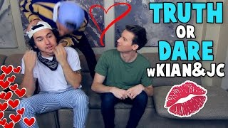 Download KIAN & JC KISS ON CAMERA Video