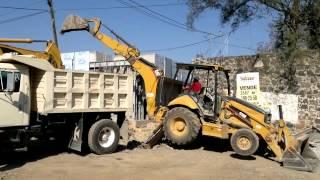 Download excavadora y retroexcavadora gargando camion volteo Video