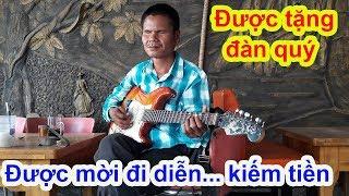 Download Ngày đặc biệt may mắn với người đàn ông mù có cuộc đời buồn chuyên hát nhạc Đan Nguyên - Guufood Video