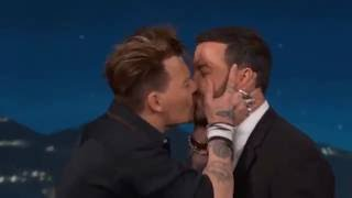 Download JOHNNY DEPP KISSING JIMMY KIMMEL !! Video