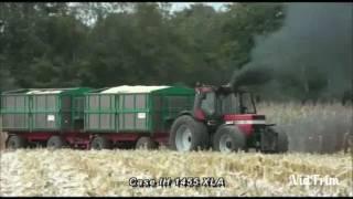 Download IHC 1455 zieht zwei volle korn wagen vom Acker Video