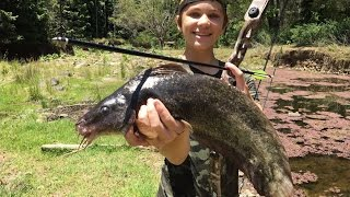 Download Bowfishing HUGE River Monsters - Catch n Cook! HD Video