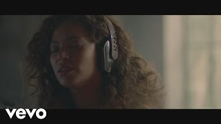 Download Beyoncé - Sandcastles Video