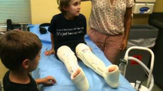 Download Carter Gets his cast off Video