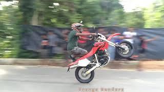 Download Motorcycle Stunt Kawasaki D-Tracker and Honda XR Video