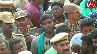 Download 16 காளைகளை பிடித்த மாடுபிடி வீரர்- கார் பரிசு...Palamedu Jallikattu 2020 Video