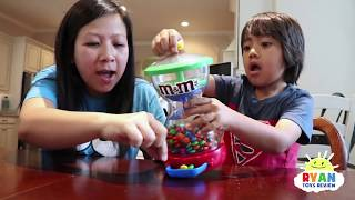 Download Kid and Mommy Pretend play with M&M Candy! Video