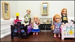 Download HOTEL ! Elsa & Anna toddlers relax and play - room service - lunch - bath - vacation - adventure Video