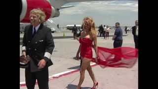 Download Embarrassment for Pamela Anderson as Richard Branson turns her upside down Video