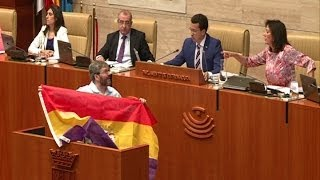Download Diputado expulsado de Parlamento por bandera republicana Video