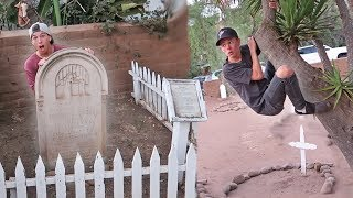 Download SNEAKING INTO HAUNTED CEMETERY! *HIDE N SEEK* Video