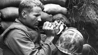 Download 20 EMOTIONAL HISTORICAL PHOTOS OF SOLDIERS AND THEIR PETS Video