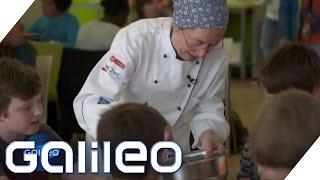 Download Sterneköche in der Schulmensa | Galileo Lunch Break Video