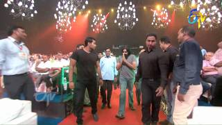 Download Power Star Pawan Kalyan Entry in ETV @ 20 Years Celebrations - 9th August 2015 Video