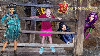 Download DESCENDANTS 2 Evie and Mal Trapped in a Mine and Saved by the Assistant Video