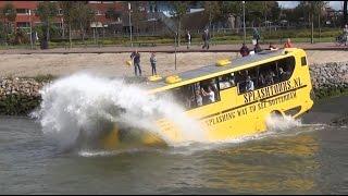 Download Amfibiebus / Busboot rijdt het water in! Video