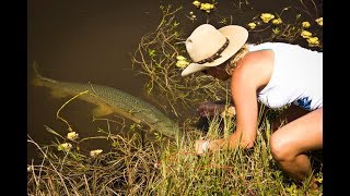 Download BOWFISHING {Catch & Cook) Rob Vs. Sarah Challenge!!! Video