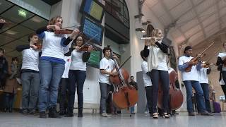 Download FLASHMOB / L'Orchestre national d'Île-de-France à la gare Saint-Lazare Video