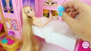 Download Cuidando de mis muñecas Rapunzel y Blancanieves por la mañana en la habitación de Princesas Barbie Video