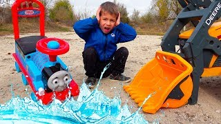 Download Funny Kids Ride on Car - Pretend Play with Magic Toys / The Tractor Power Wheels helps Thomas Video
