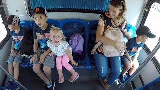 Download ✈️ FLYING ON AN AIRPLANE WITH FOUR KIDS - TRAVELING WITH A BIG FAMILY 🌉 Video