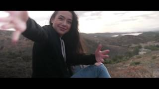 Download Merrell Twins - Runner Runner but everytime they look ugly it gets slower Video