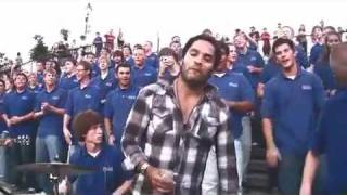 Download Lenny Kravitz crashes the VOP Choir in New Orleans for ″Fly Away″ Video