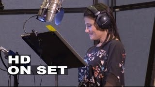 Download Frozen: Kristen Bell ″Anna″ & Idina Menzel ″Elsa″ Behind the Scenes of the Movie Voice Recording Video
