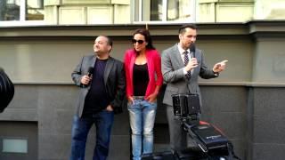 Download Zvonky štěstí v 8 jazycích - Patrik Hezucký a Leoš Mareš se loučí s Lucií Šilhánovou Video