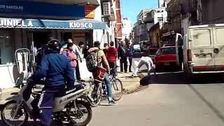 Download Pelea en calle San Luis e Irigoyen Freyre por choque entre vehículos Video