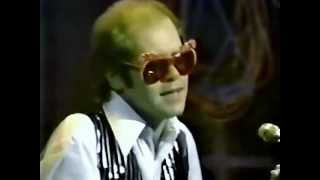 Download Elton John - Ticking Grimsby (Old Grey Whistle Test 1974) Video