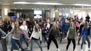 Download dance it! - Flashmob Heiratsantrag zu ″Marry you″ Video