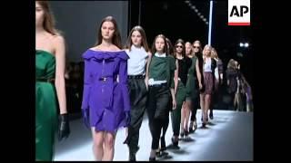 Download Female robot makes catwalk debut at start of Tokyo Fashion Week Video