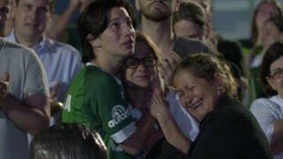 Download الحزن يسود جمهور الفريق البرازيلي الذي قتل أعضاؤه في تحطم طائرة Video