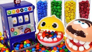 Download M&M dispenser machine color play with Baby shark, Dentist doctor drill #PinkyPopTOY Video