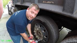 Download WORKING ON THE TARP MOTOR & CHANGING BLOWOUT TIRE USE MILWAUKEE 2767🛠🔩🔥🚛👍🏽🦍 Video