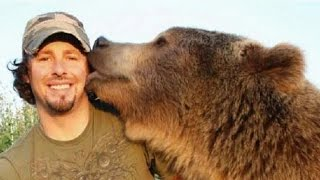 Download Un homme meilleur ami d'un ours grizzly - ZAPPING SAUVAGE Video