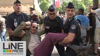 Download Incidents anti Hollande défilé 14 juillet Champs Elysées / Paris - France 14 juillet 2014 Video