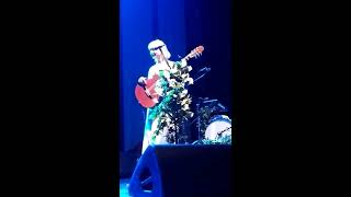Download Laura Marling had her first panic attack in leeds (08/03/2017) Video