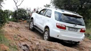 Download Toyota Fortuner vs Land Rover Discovery LR3 vs Volkswagen Amarok vs Toyota Prado at De Wildt.avi Video