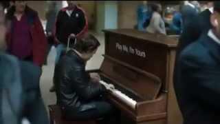 Download Профессионал-пианист поиграл на случайно попавшемся пианино :) Video