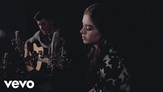 Download Shawn Mendes & Hailee Steinfeld - Stitches ft. Hailee Steinfeld Video