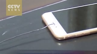 Download Thief uses thin iron wire to steal iPhone Video