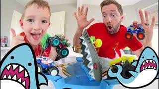 Download Father & Son PLAY MECHA SHARK FACE OFF! /Hot Wheels Monster Trucks! Video