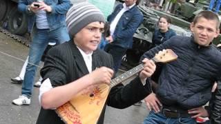 Download чеченский мальчик с медалью поет под балалайку Video
