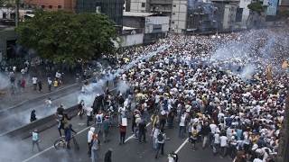 Download Venezuela: Fresh protests planned after anti-Maduro demonstrations turn deadly Video