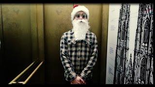 Download 🎅 Morgen kommt der Weihnachtsmann.. kommt mit seinem Skateboard an! #BottleFlipping #SecretSanta Video
