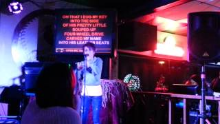 Download Girl stuns people in bar singing carrie underwood Video