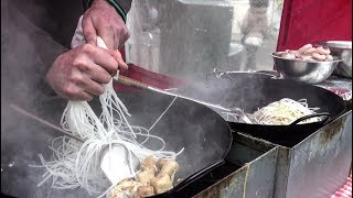 Download Thai Noodles With Shrimps, Tofu, Chicken. London Street Food Video