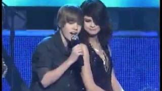 Download JUSTIN BIEBER SINGING TO SELENA GOMEZ ON STAGE! Video